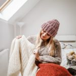 """Z serii po nitce do kłębka… – WYWIAD Z JOLANTĄ JAKUTOWICZ – właścicielką """"Otulamy"""" – panią z branży energetycznej, która po godzinach łapie za druty i uczy innych jak wydziergać swój pierwszy sweter…"""